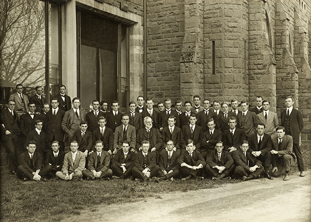 A group of fourth year medical students in 1915